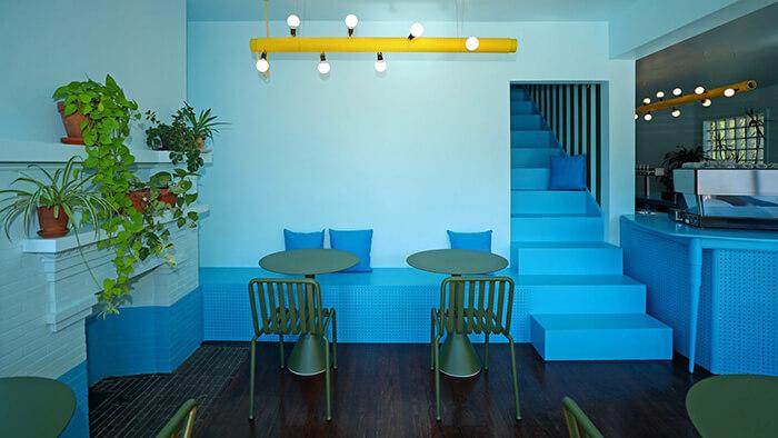Nội thất quán cafe xanh da trời Tipico